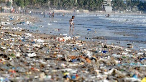 ocean trash end up on polluted beaches